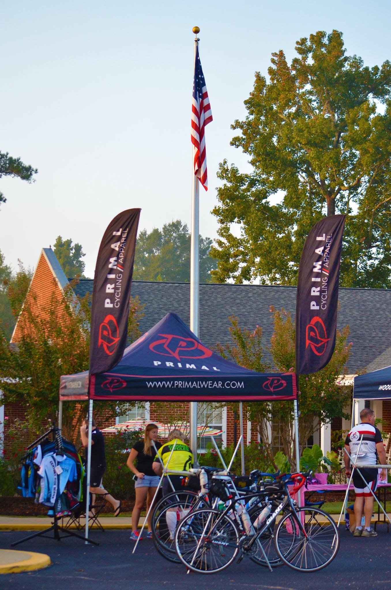 https://alabama-travel.s3.amazonaws.com/partners-uploads/photo/image/558abf2457c47fbbca00009d/primal_at_glassner_autumn_challenge_with_us_flag.jpg