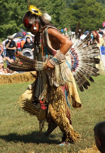 Slide_powwow_dancer_4