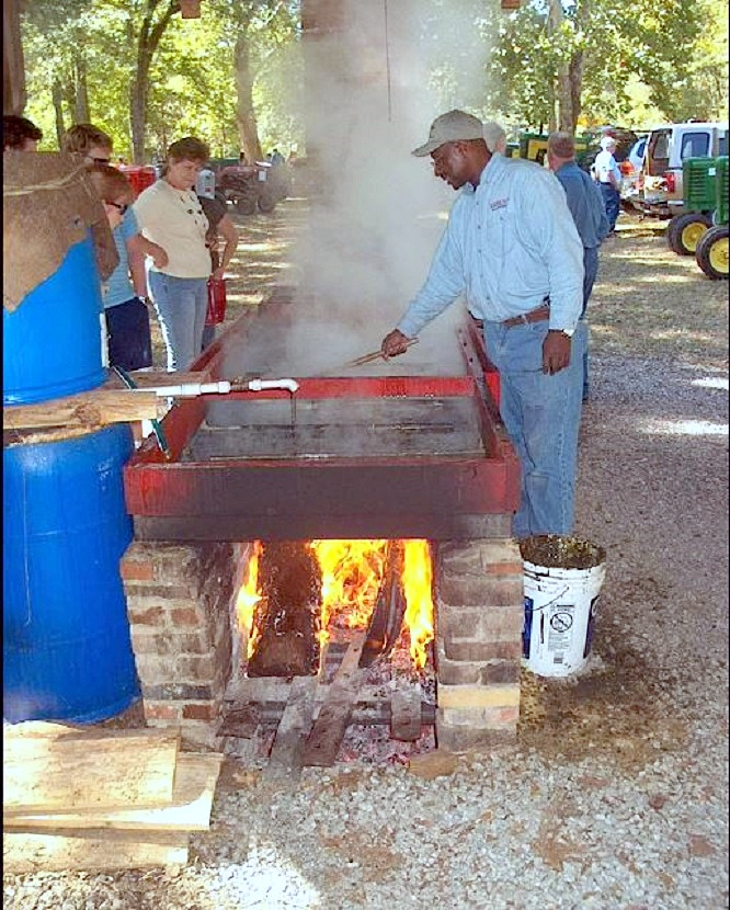 https://alabama-travel.s3.amazonaws.com/partners-uploads/photo/image/5769db5358ca5bbd61000143/john_perkins__cooking_syrup_at_shelby_iron_works_park.jpg