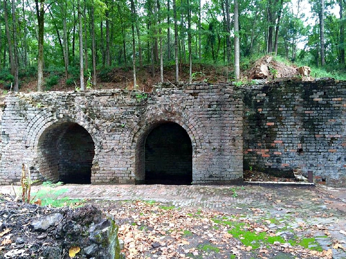 https://alabama-travel.s3.amazonaws.com/partners-uploads/photo/image/5769db5358ca5bbd61000144/shelby_iron_company_furnace_facilities_remains.jpg