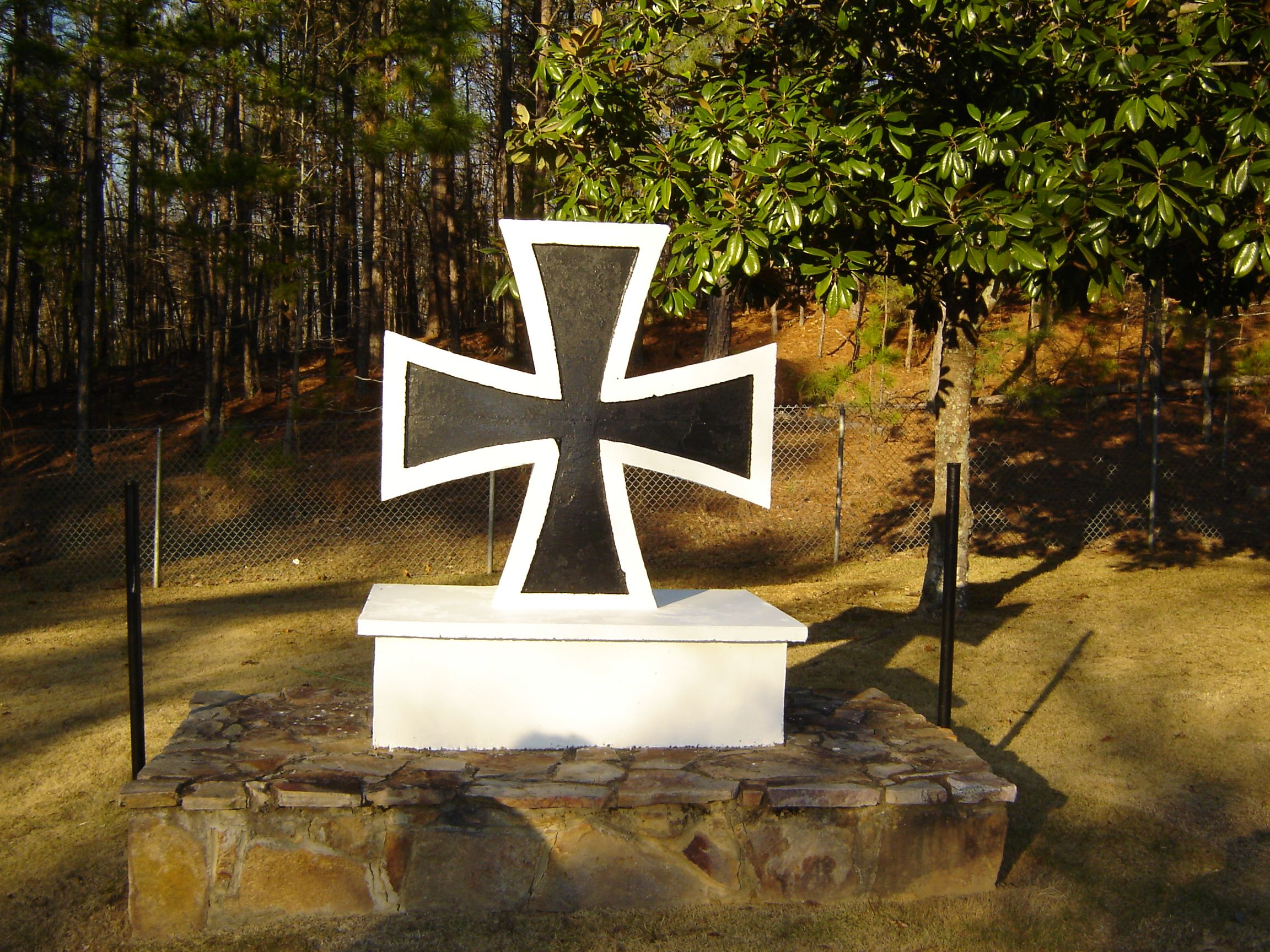 https://alabama-travel.s3.amazonaws.com/partners-uploads/photo/image/57781bceecd7dbc45e000059/pow_cemetery_4.jpg