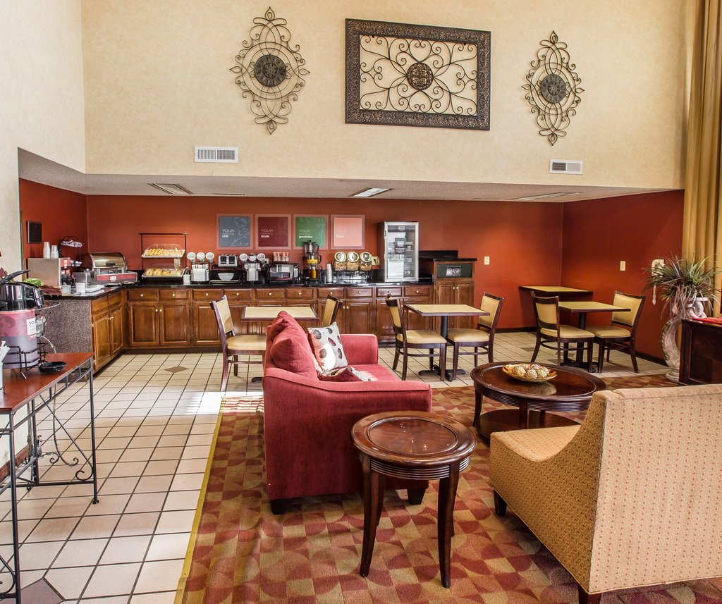 https://alabama-travel.s3.amazonaws.com/partners-uploads/photo/image/5787d5657a799b8982000012/red_roof_inn_lobby.jpg