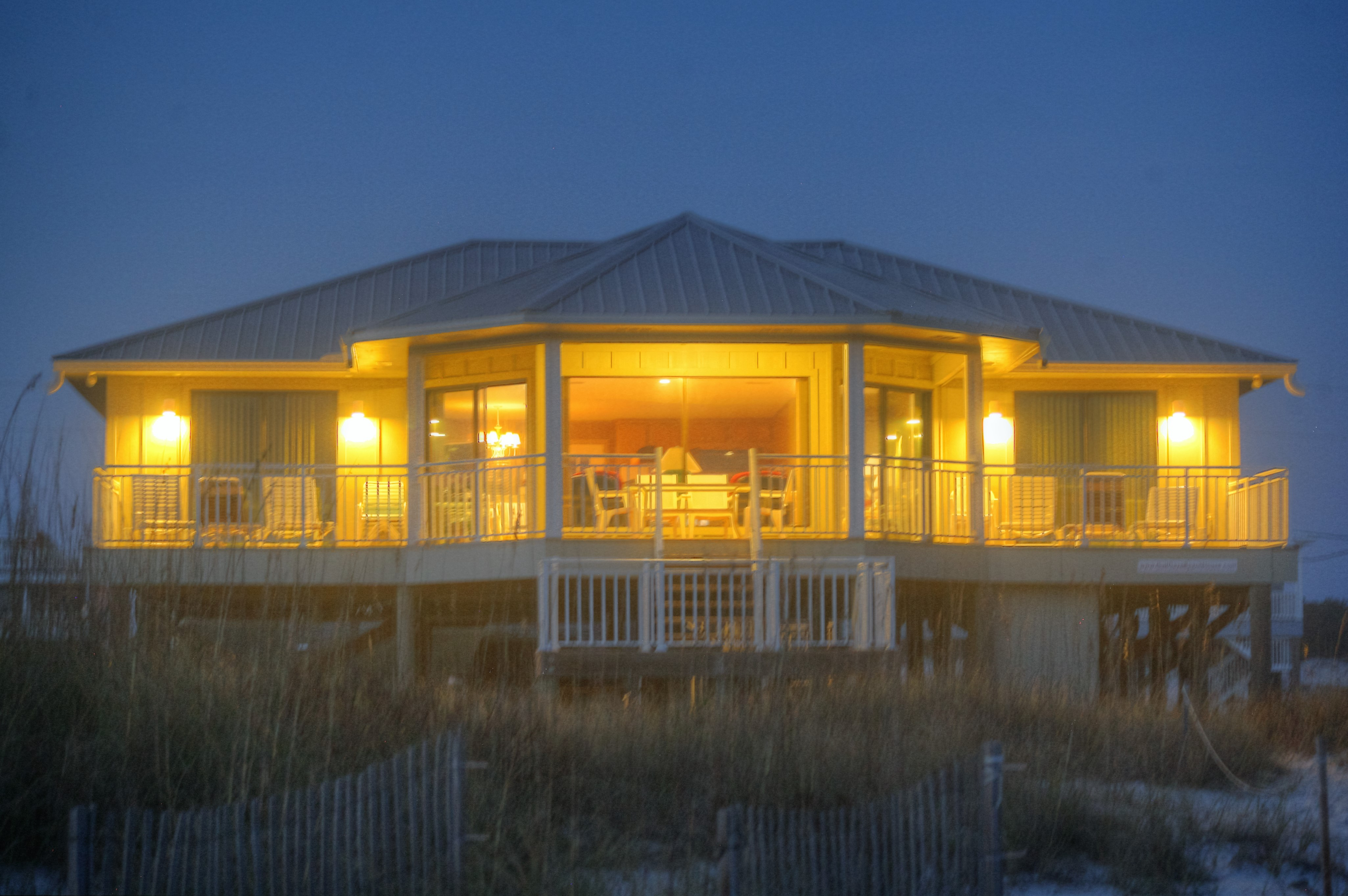 https://alabama-travel.s3.amazonaws.com/partners-uploads/photo/image/578e9f100337f81812000171/night_photo_of_beach_house_2.jpg