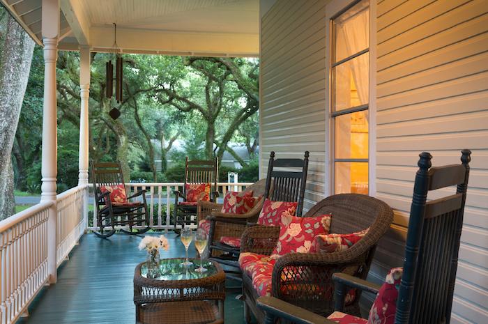 https://alabama-travel.s3.amazonaws.com/partners-uploads/photo/image/578fa6aa0337f8fdd200037d/magnoliasprings_exterior_porch_1_copy.jpg