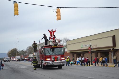 Slide__2016_cherokee_county_christmas_parade_142
