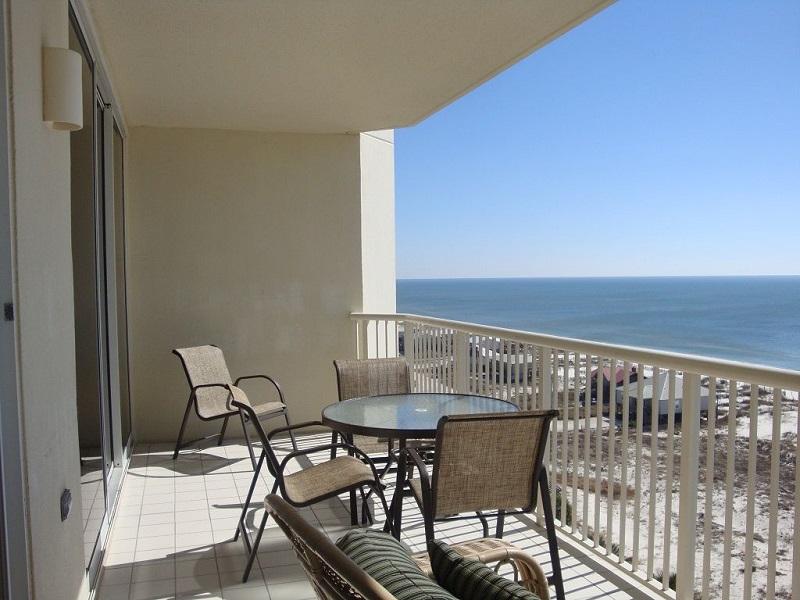 https://alabama-travel.s3.amazonaws.com/partners-uploads/photo/image/5926dba2780811c1d200000f/b1003_balcony_table_and_chairs.jpg