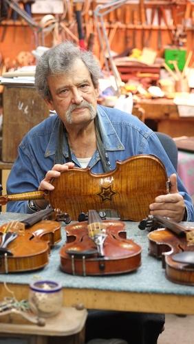 Slide_amnon_with_violin