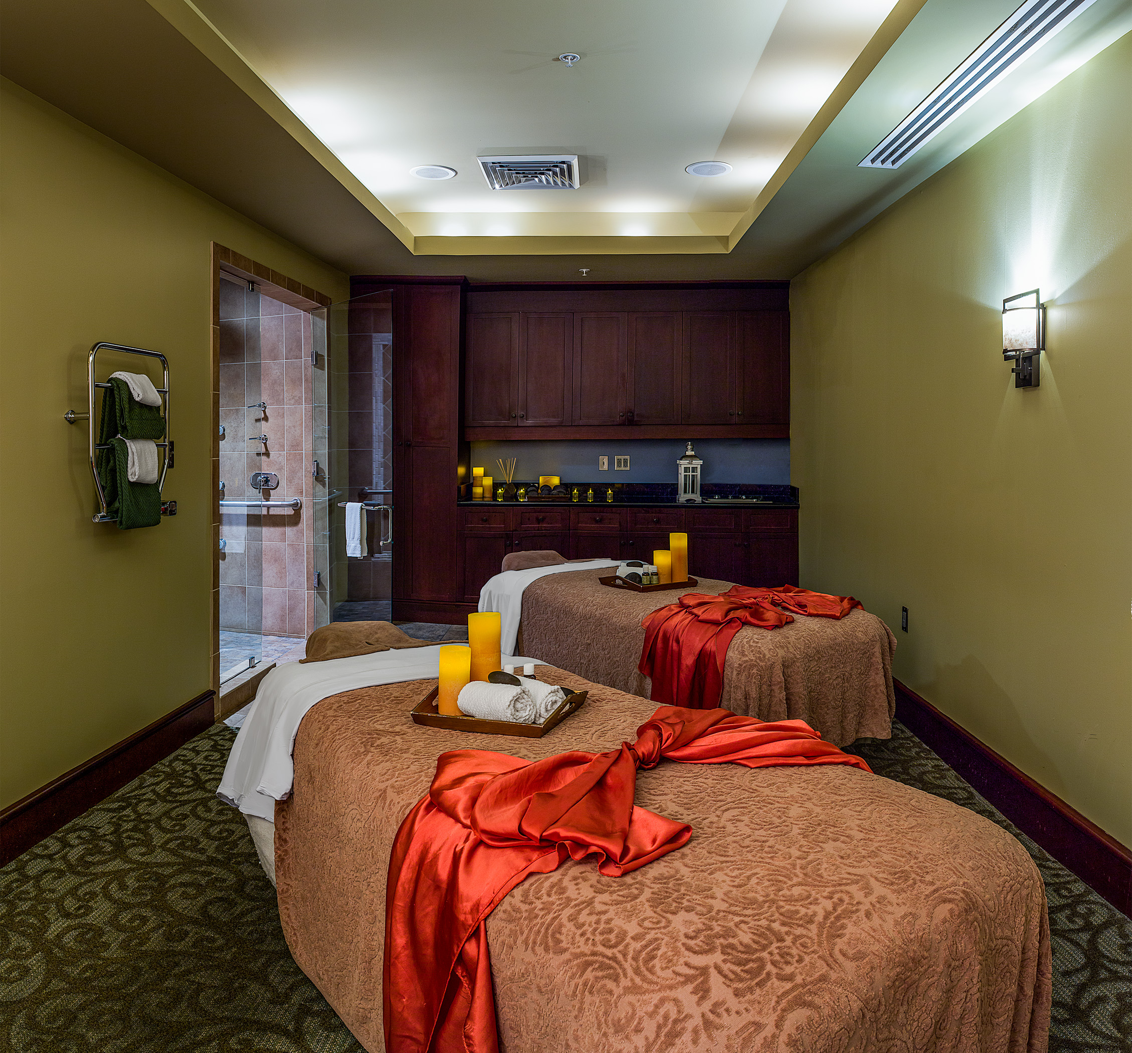 https://alabama-travel.s3.amazonaws.com/partners-uploads/photo/image/5a98200cce7d766e07000025/spa_02_massage_room.jpg
