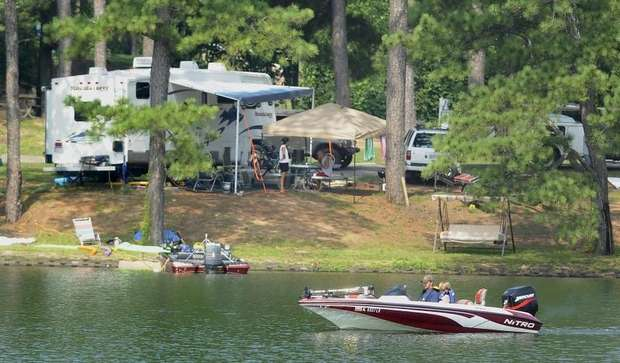 https://alabama-travel.s3.amazonaws.com/partners-uploads/photo/image/5af1f55b3a7e6fe5290002ca/windcreekboatandcampground.jpg