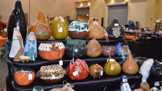 https://alabama-travel.s3.amazonaws.com/partners-uploads/photo/image/5af24a503a7e6fe5290003dd/_gourd_art_for_sale.jpg