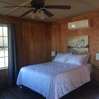https://alabama-travel.s3.amazonaws.com/partners-uploads/photo/image/5b02eefdb9f1b2eeaf000037/bedroom.jpg