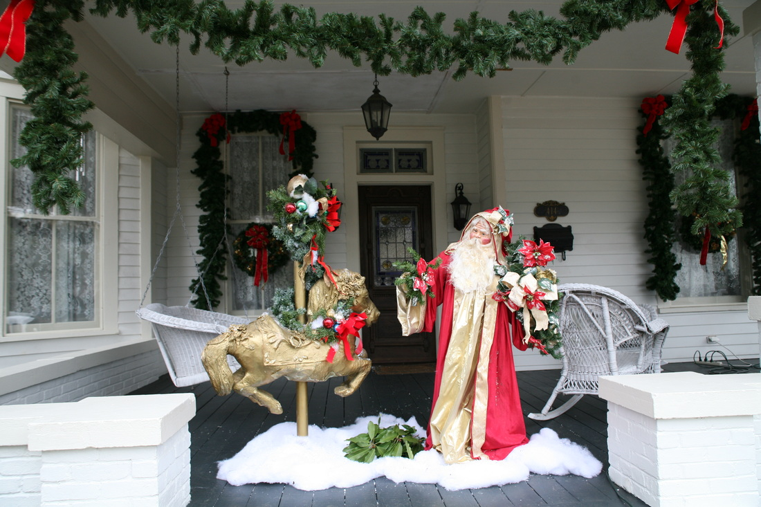 2019 Victorian Front Porch Christmas Tour