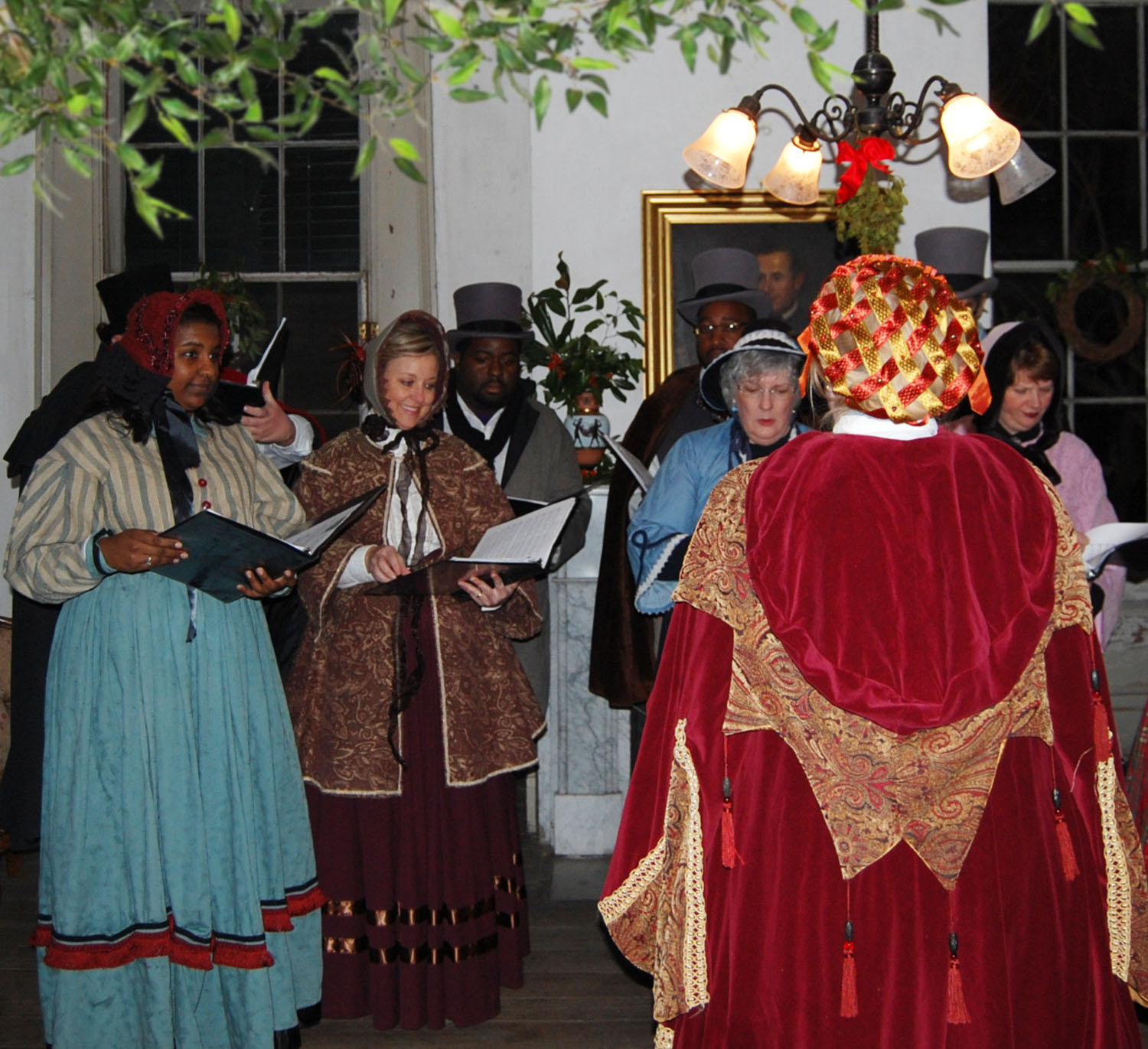 https://alabama-travel.s3.amazonaws.com/partners-uploads/photo/image/5f237f1697e8b70008b9946e/dickens carolers.jpg