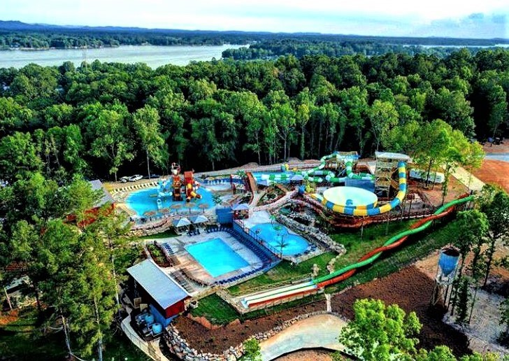 https://alabama-travel.s3.amazonaws.com/partners-uploads/photo/image/5f6287fddc0dd900075c55cc/Pirates Bay Water Park  new.jpg