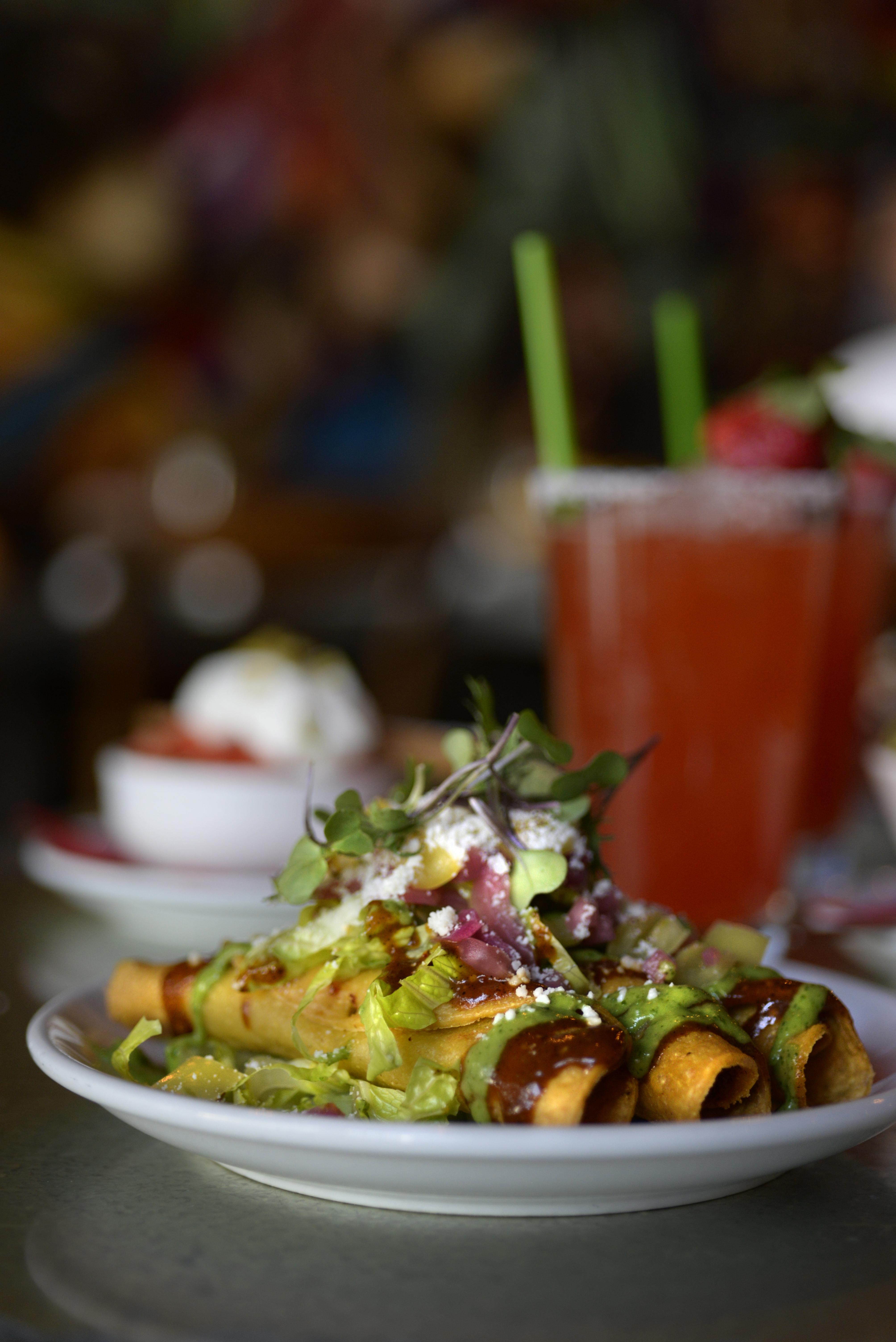 El Barrio Restaurante Y Bar